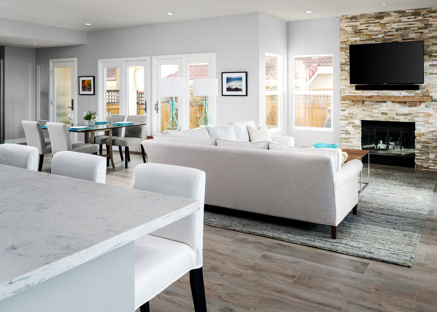 Great room, white, gray, blue – One Day Design
